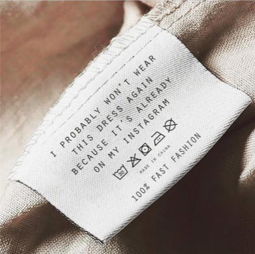 """Tradução: """"eu provavelmente não vou usar esse vestido de novo porque ele já está no meu instagram – 100% fast fashion""""."""